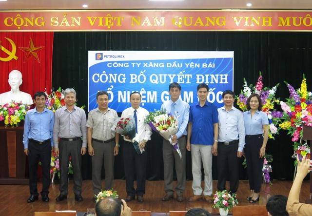 Lãnh đạo Tập đoàn  Xăng dầu và Bí thư Đảng ủy khối Doanh nghiệp chúc mừng tân giám đốc công ty xăng dầu Yên Bái