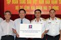 Trao tặng BTL Hải quân Việt Nam 2 tỷ đồng