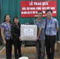 Petrolimex Hà Giang và PLC tặng quà ngày 1-6