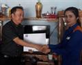 Trao quyết định tuyển dụng chị Nguyễn Cẩm Nhung