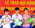 Thăm chứng tích Mỹ Lai, trao tặng 20 xuất học bổng