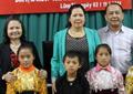 Chăn ấm trao tặng các em học sinh Trường Lũng Táo (Hà Giang)