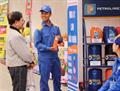 Mở hội bán hàng hưởng ứng quyền của NTD Việt Nam