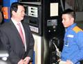Tin ảnh: Bộ trưởng Bộ Công Thương Vũ Huy Hoàng thăm, chúc Tết, động viên CBCNV-NLĐ Petrolimex