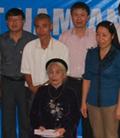 Petrolimex Phú Thọ vinh dự được phụng dưỡng Mẹ Việt Nam anh hùng Vũ Thị An